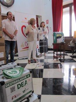 La Diputación de Cáceres entrega desfibriladores a todos los pueblos