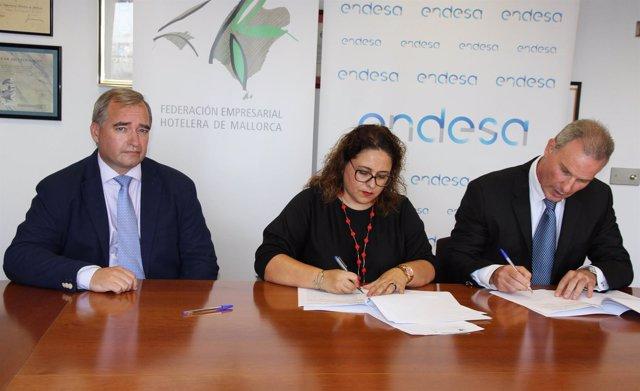 Vicepresidenta de la FEHM (M. J. Aguiló) y Rafael Nicolau y J.L. Montaña, Endesa