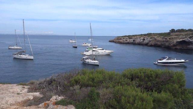 Barcos, posidonia, mar