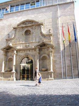 Fachada del Parlamento de La Rioja