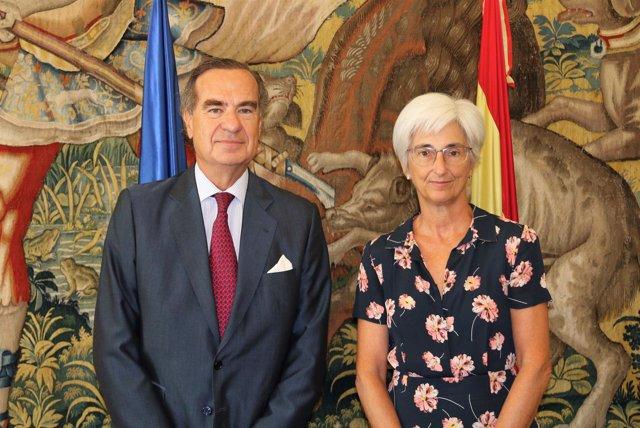 José María Alonso y María José Segarra se han reunido hoy en la sede de la Fisca