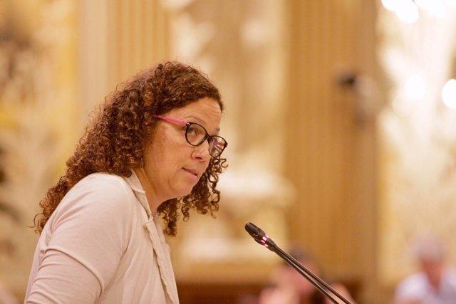 La consellera Catalina Cladera durante un pleno del Parlament