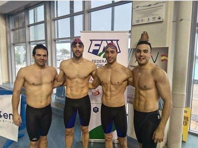 Mikel Bildosola (segundo por la derecha)