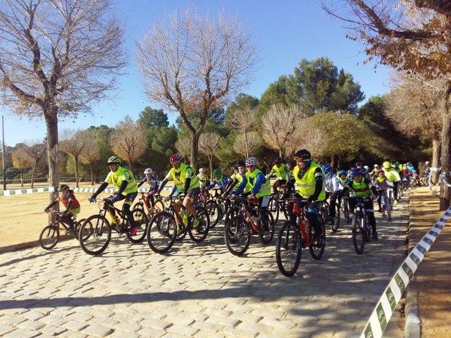 Cientos de ciclistas participan en el Día de la Bicicleta de Alcalá de Guadaíra