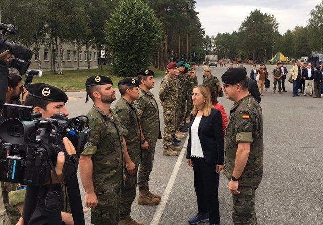 La presidenta del Congreso, Ana Pastor, visita a los militares en Letonia