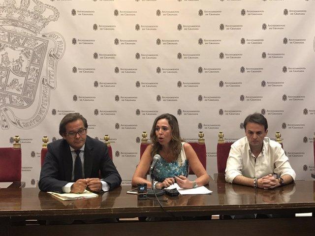 Los ediles del PP Antonio Granados, Rocío Díaz, y Juan Antonio Fuentes