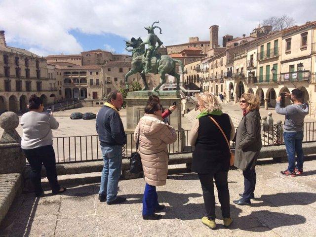 Turistas en Trujillo