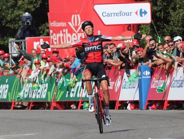De Marchi celebra su victoria en solitario en la Vuelta