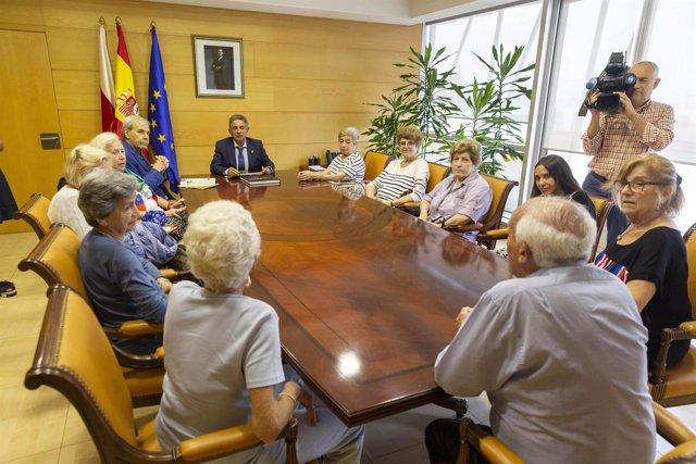 Revilla recibe a representantes del Centro Cántabro de Rosario en Argentina