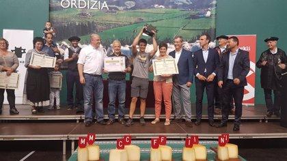 La quesería navarra Kortaria de Lekaroz gana la txapela del 45 concurso de queso de Ordizia