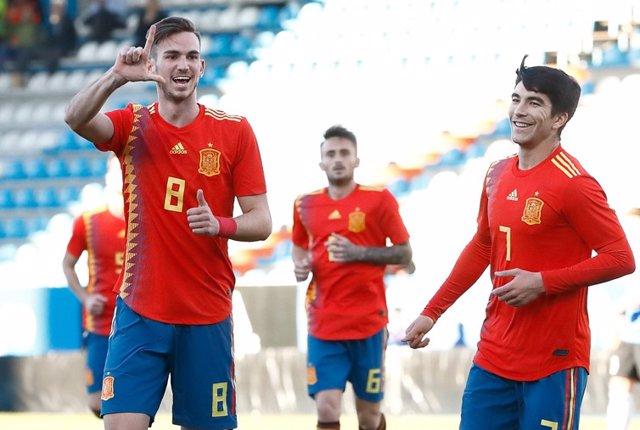 Fabián Ruiz celebra junto a Carlos Soler un tanto de la Sub-21