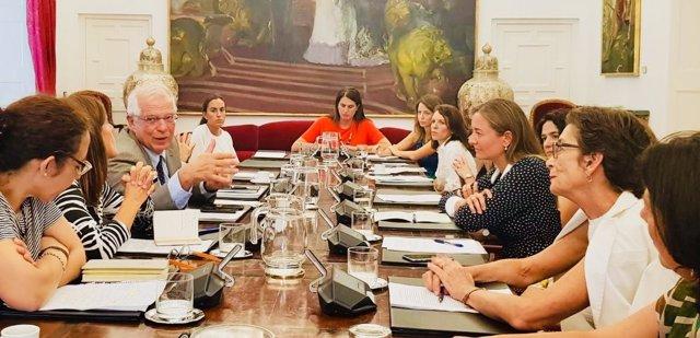 Borrell, con la Plataforma de Mujeres Diplomáticas