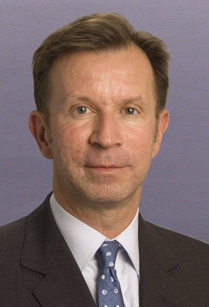 Pimco ficha al exvicepresidente de Blackstone, John Studzinski