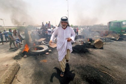 Muere un manifestante a causa de la represión policial de nuevas protestas en el sur de Irak