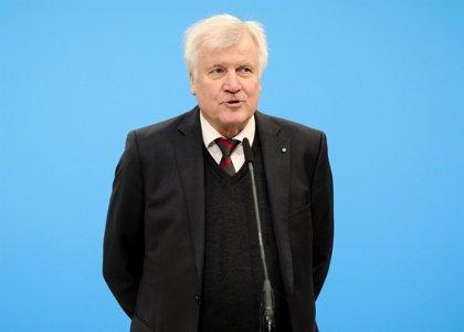 """El ministro del Interior de Alemania dice que """"la migración es la madre de todos los problemas políticos"""" en el país"""