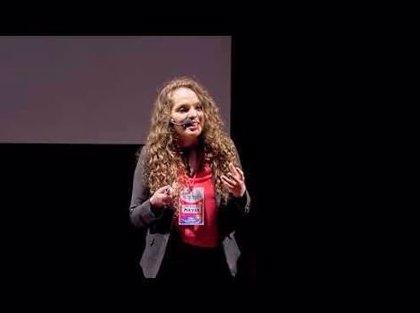 ¿Qué tienen los pobres en la cabeza?: así comienza el polémico mensaje viral de una argentina en una conferencia TED