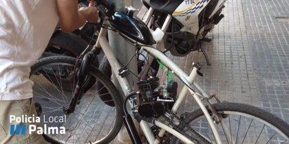La Policía Local denuncia y retira en Palma una bici con un motor de explosión