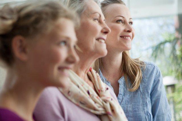 Mujeres. Tres generaciones de mujeres. Madre, hija y abuela