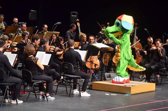 Imagen de Drilo dirigiendo a la orquesta
