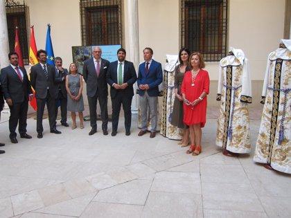 El Paso Blanco de Lorca celebra el centenario del estandarte de La Oración en el Huerto, un bordado único en el mundo