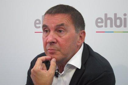 Valtonyc, con Arnaldo Otegi en Bruselas