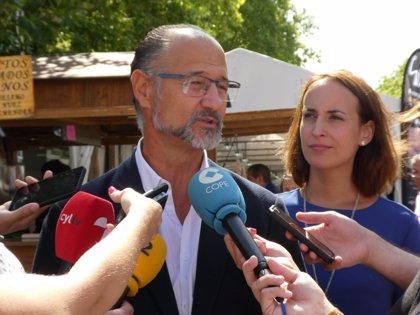 Fuentes no reclama la dimisión de Suárez-Quiñones pero insiste en que reflexione