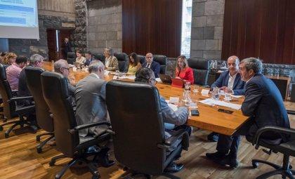Sindicatos y empresarios avalan la reivindicación de Canarias de invertir el superávit en los servicios públicos