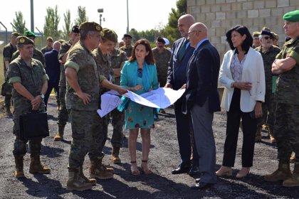 """La ministra de Defensa se compromete a mejorar las """"lamentables"""" condiciones de vida en la base San Jorge"""