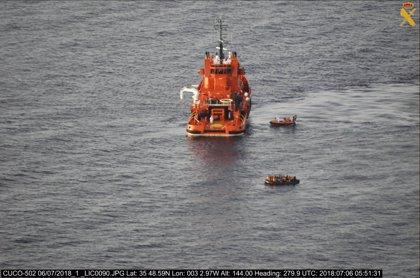 Salvamento rescata a 57 inmigrantes en el Mar de Alborán y busca más pateras