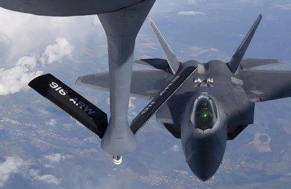 Rusia confirma que dos 'F-22' de EEUU escoltaron a superbombarderos rusos en el océano Ártico