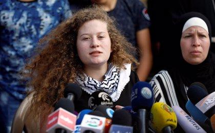 Israel prohíbe a Ahed Tamimi y su familia viajar al extranjero, según denuncia su padre