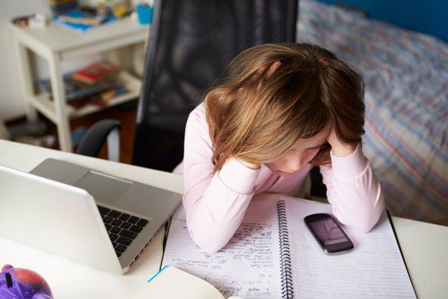 La autolesión en línea es una nueva y peligrosa tendencia del ciberacoso.