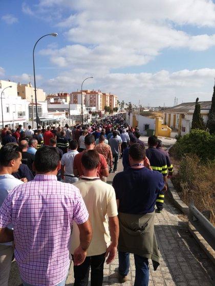 Los trabajadores de astilleros en San Fernando finalizan el corte de carretera y vuelven a la factoría