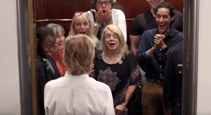 VÍDEO: Paul McCartney y Jimmy Fallon lo pasan en grande sorprendiendo a gente al abrirse las puertas de un ascensor
