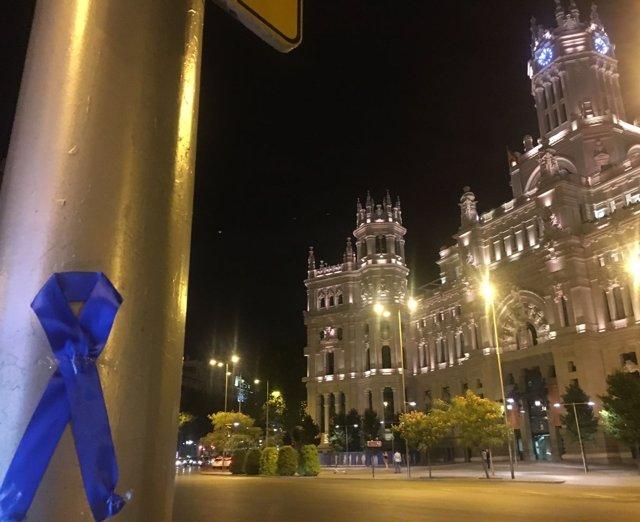 """Uno de los lazos azules para pedir al Ayuntamiento """"respeto"""" a Policía Municipal"""