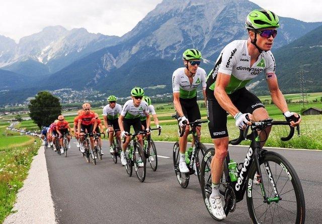 Ben King (Dimension Data), durante una etapa de La Vuelta 2018