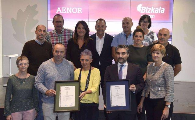 Gangoiti y Emparanza con representantes de municipios con playas certificadas