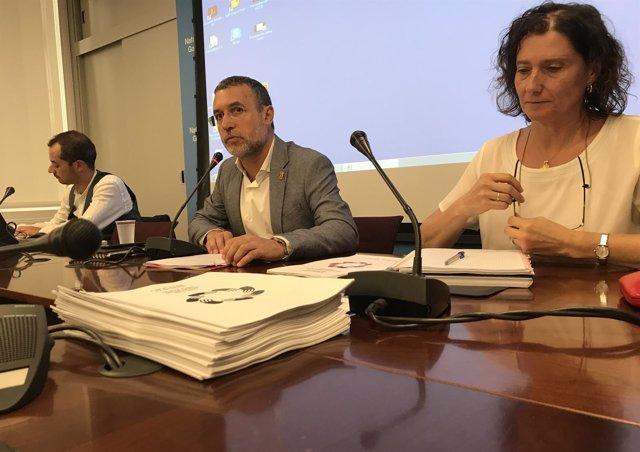 El vicepresidente Laparra, Javier Piquer (izda) e Inés Francés.