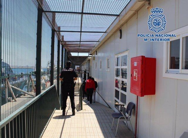 La Policía Nacional detiene a dos patrones de patera