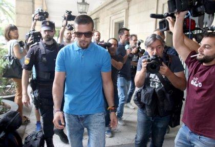 El juez procesa al miembro de La Manada detenido por el hurto de unas gafas en Sevilla