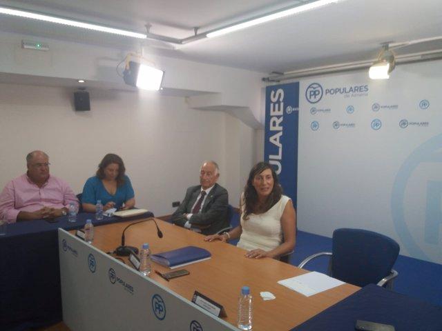 Loles López en el comité de dirección del PP de Almería