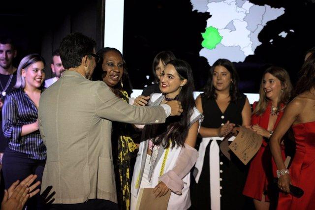 La Diseñadora Laura Manuela Sánchez Recibe El Premio