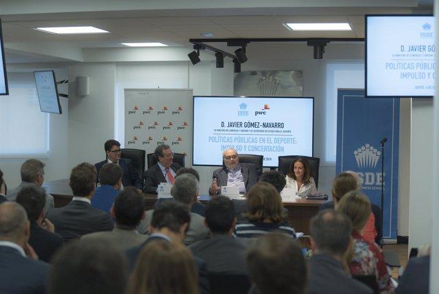 Javier Gómez-Navarro en una conferencia en ISDE