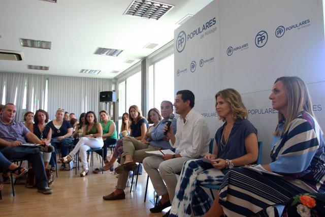 El presidente del PP-A, Juanma Moreno, se reune con Ampas en Málaga