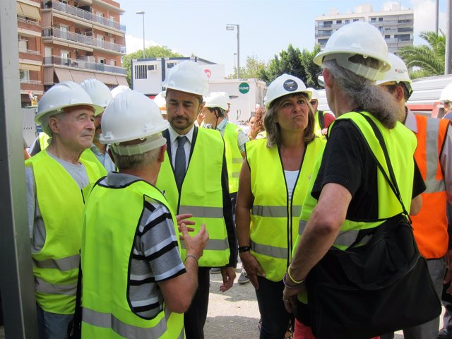 El conseller Damià Calvet y la alcaldesa de L'Hospitalet Núria Marín