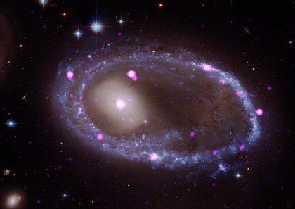 Una colisión cósmica forja un anillo galáctico en rayos X