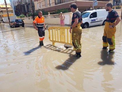 Bomberos rescatan en Santa Pola a una anciana inmovilizada por la lluvia