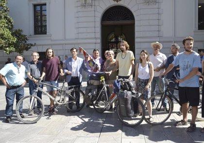 Recorren más de 20.000 kilómetros en bicicleta para reivindicar los valores de la Vega de Granada