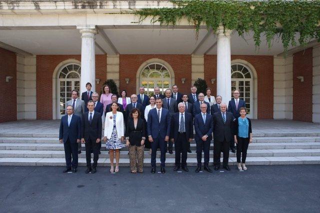 Pedro Sánchez preside la reunión del Patronato de la Fundación Carolina