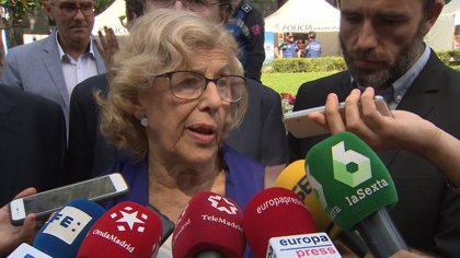 Carmena lamenta la agresión a una vecina, miembro de Ahora Madrid, en el pregón de La Melonera